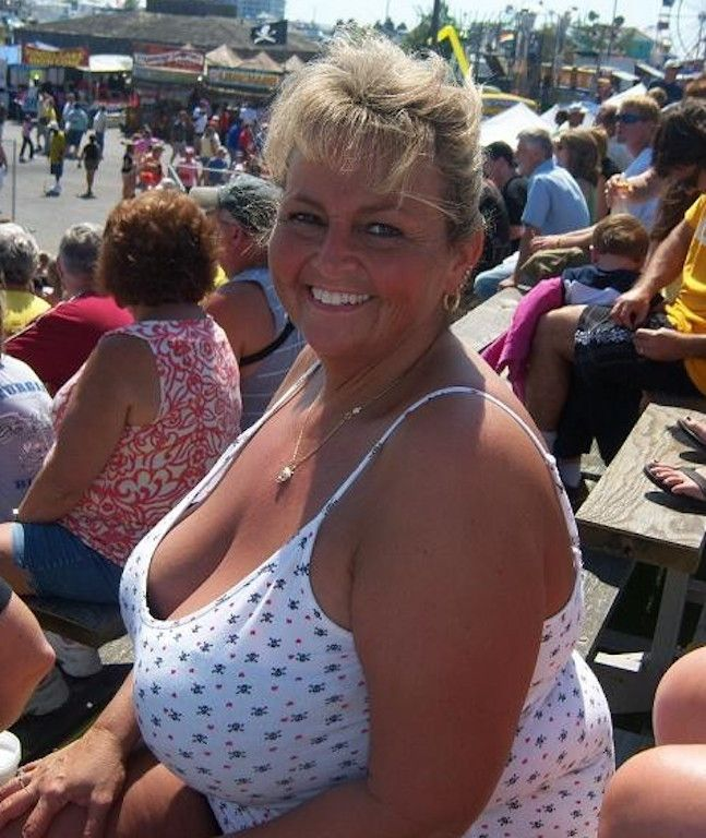 Just Great Big Old Tits   Things to Wear   Bigger breast ...