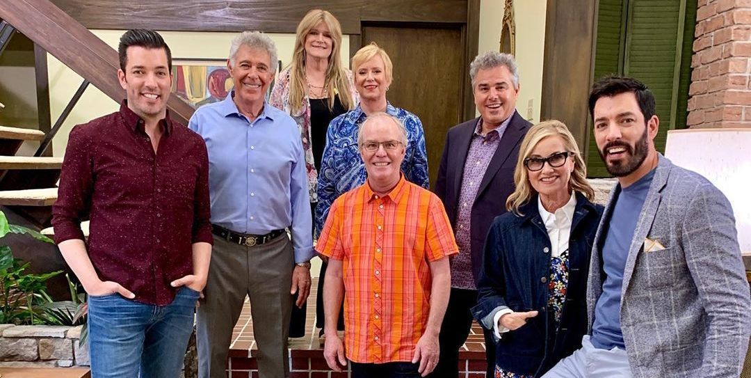 Here's How the Brady Kids Helped Renovate 'The Brady Bunch' House Into a '70s Time Capsule #bradybunchhouse Here's How 'The Brady Bunch' House Looks After 'A Very Brady Renovation' #bradybunchhouse