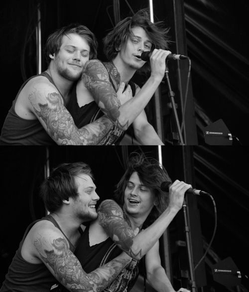 """Asking Alexandria Release a Brand New Live Video """"Alone In ..."""