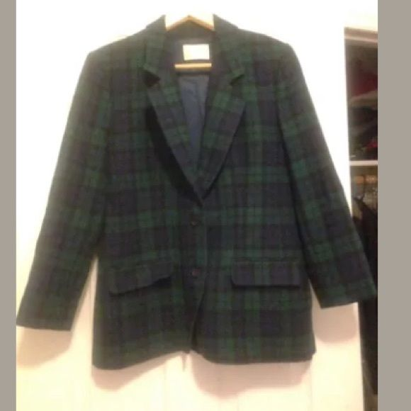 Pendelton Wool jacket blazer Flanel blue/green L 6 Pendelton Wool jacket blazer Flanel blue green size L or 6-8 Beautiful!! Doesn't have a tag but it must be an L, I'm an M and it's too big for me, it's really a nice piece, stylish and warm.  Check out my other items! Pendleton Jackets & Coats Blazers
