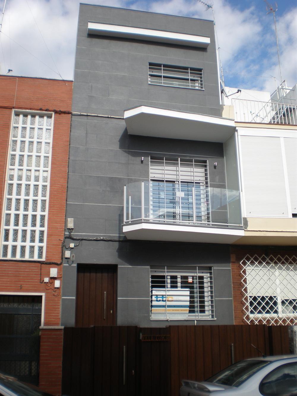 La vivienda cuenta con acabados de lujo e instalaciones de - Fachadas viviendas unifamiliares ...