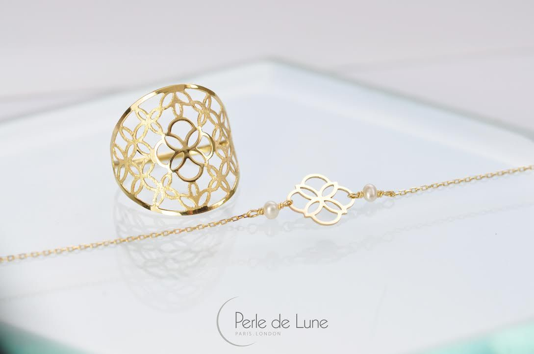 Découvrez la nouvelle bague dentelle Daisy avec sa jolie texture Or pailleté, en harmonie avec le bracelet Daisy. http://goo.gl/iJRDcH  New to our Daisy collection is the beautiful Lacy Ring with frosted gold, it looks great coupled with our Daisy Gold Bracelet! http://goo.gl/zci60b