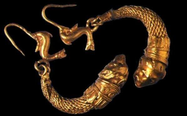 Siglo II AC pendientes en forma de pez de oro,romanos.