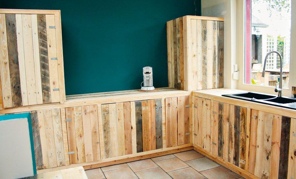 Fabriquer Des Meubles De Cuisine Avec Des Palettes En Bois Pallet Kitchen Recycled Pallets Pallet Furniture