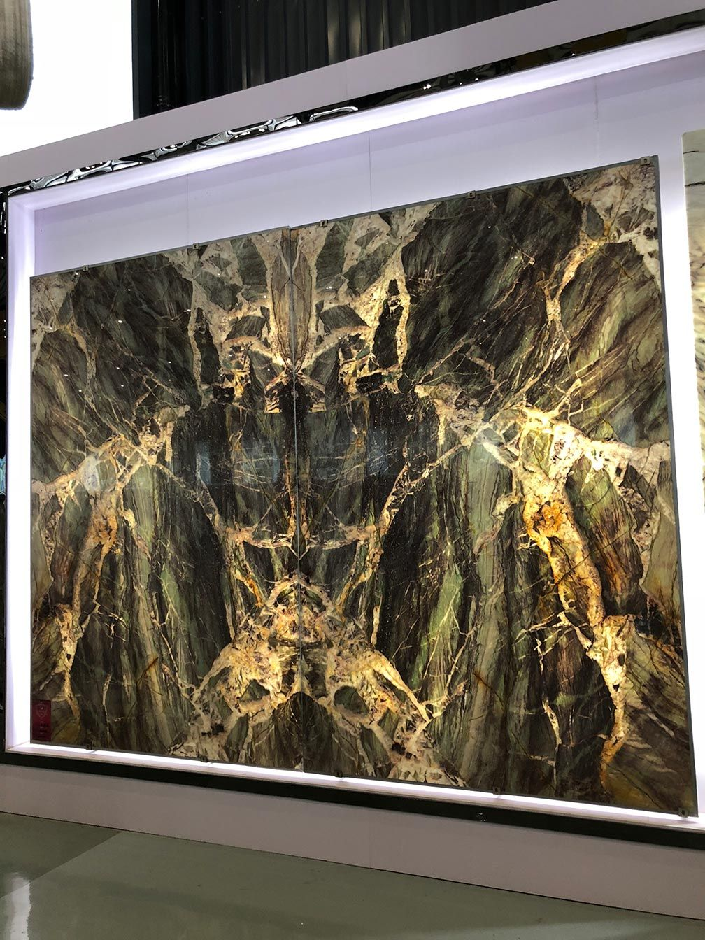 Crystal Onyx Stone Is Available In Blocks Slabs Tiles Bookmatch And More This Gold And Black Onyx Is A Rare And Beautiful Stone Sup Onyx Marble Stone Onyx