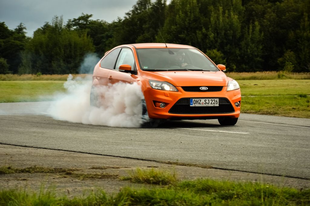 Ford Focus St Mk2 Facelifting Electric Orange Burnout Met