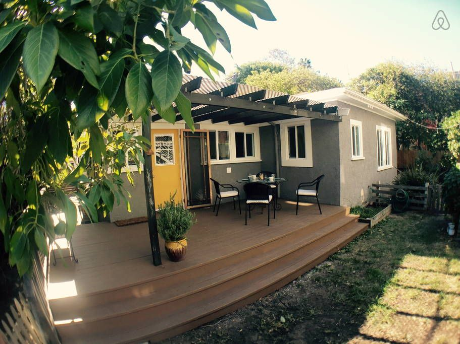 Check Out This Great Listing On Airbnb Cozy Venice Bungalow Location Houses For In Los Angeles
