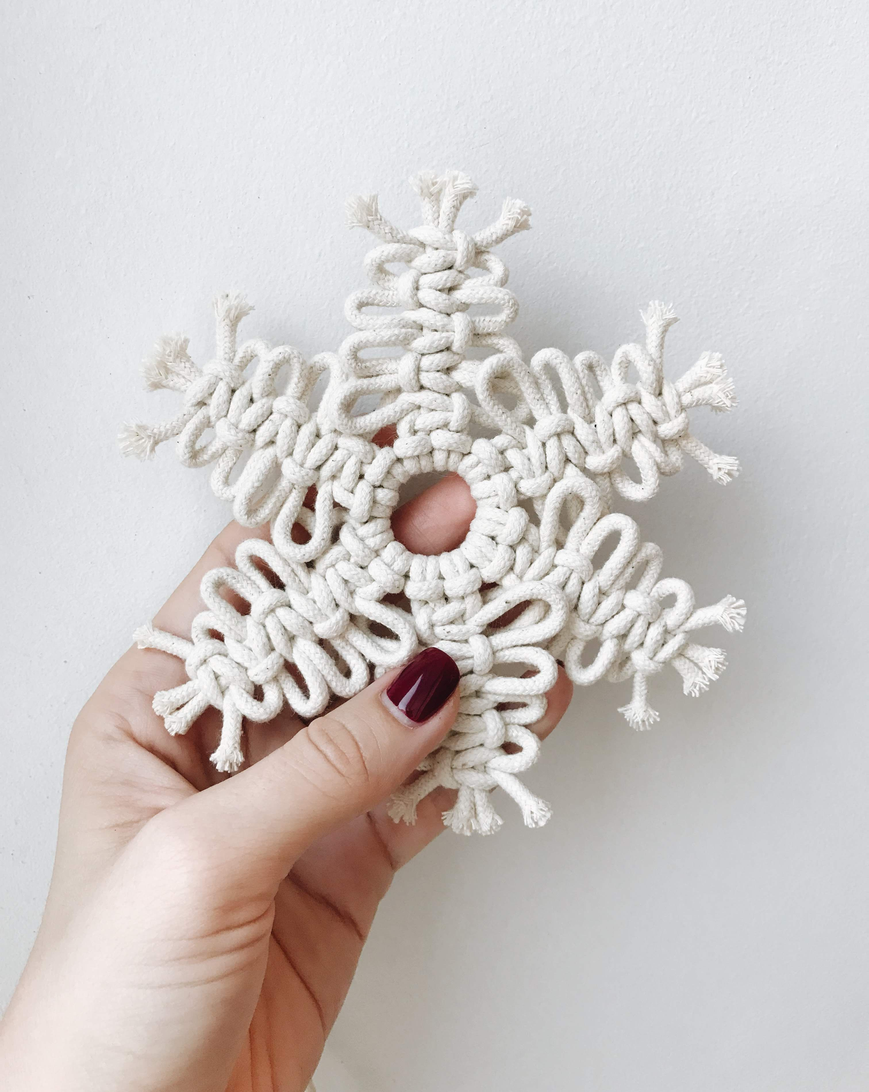 Do You Want To See Tutorial How To Make Macrame Snowflakes Come To My Instagram T Diy Christmas Snowflakes Christmas Snowflakes Crafts Diy Christmas Fireplace