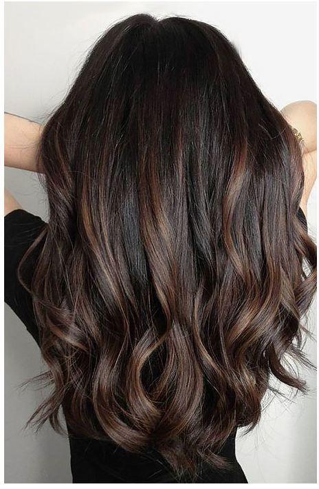 24 Schwarzes Haar Mit Highlights Die Sie Ausprobieren Mussen Haare Mit Highlights Schone Lockige Haare Schwarzes Haar