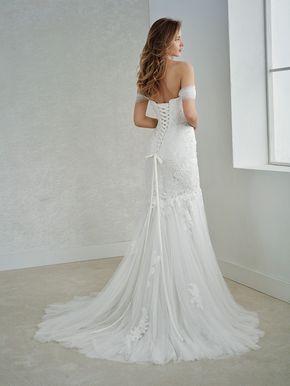 37061ab5372a White One Collection By St. Patrick FEDERICA Vestidos De Novia