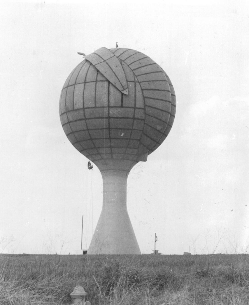 One man s junk cherokee county sc - Gaffney Peach Under Construction 1981