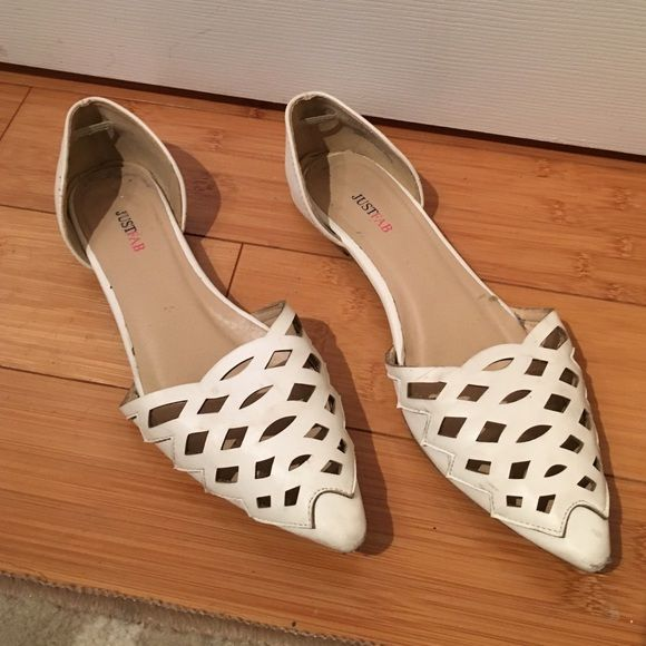 DONATING unless they sell this week! Offer&bundle! Super cute! Run big, more like a 7/7.5 than a 6.5. Slight damage on the heel (see pic). JustFab Shoes Flats & Loafers
