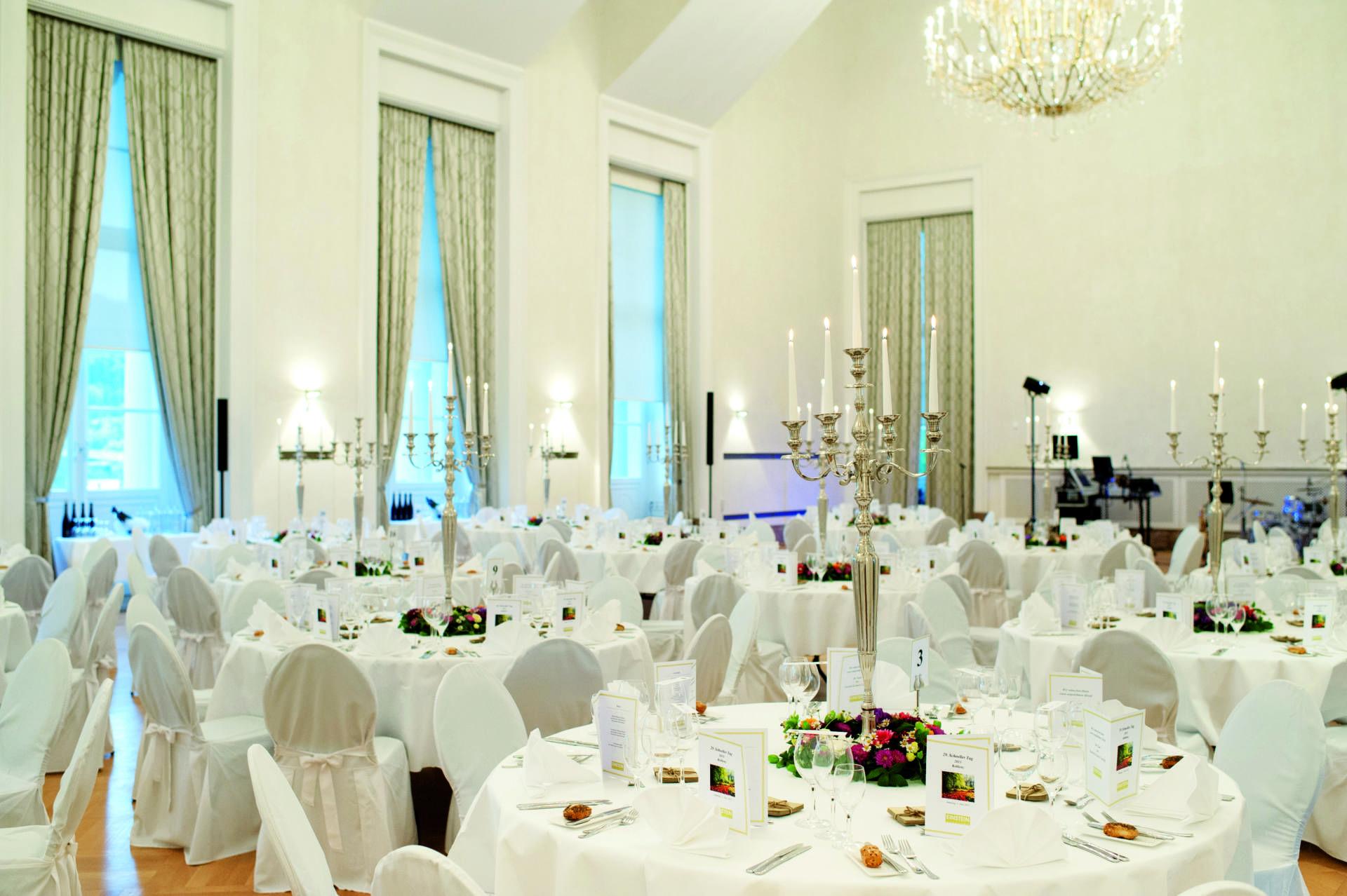 Hochzeit Stiftskirche St Peter – Schloss Hellbrunn Romantik Hotel Die Gersberg Alm in Salzburg