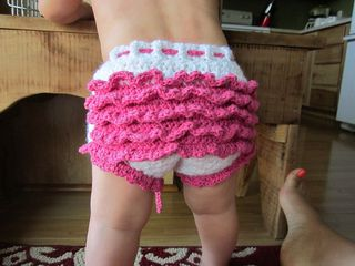 Free Crochet Pattern For Baby Diaper Soaker : Ruffle Diaper Cover / Baby Girl Soakers FREE Pattern ...