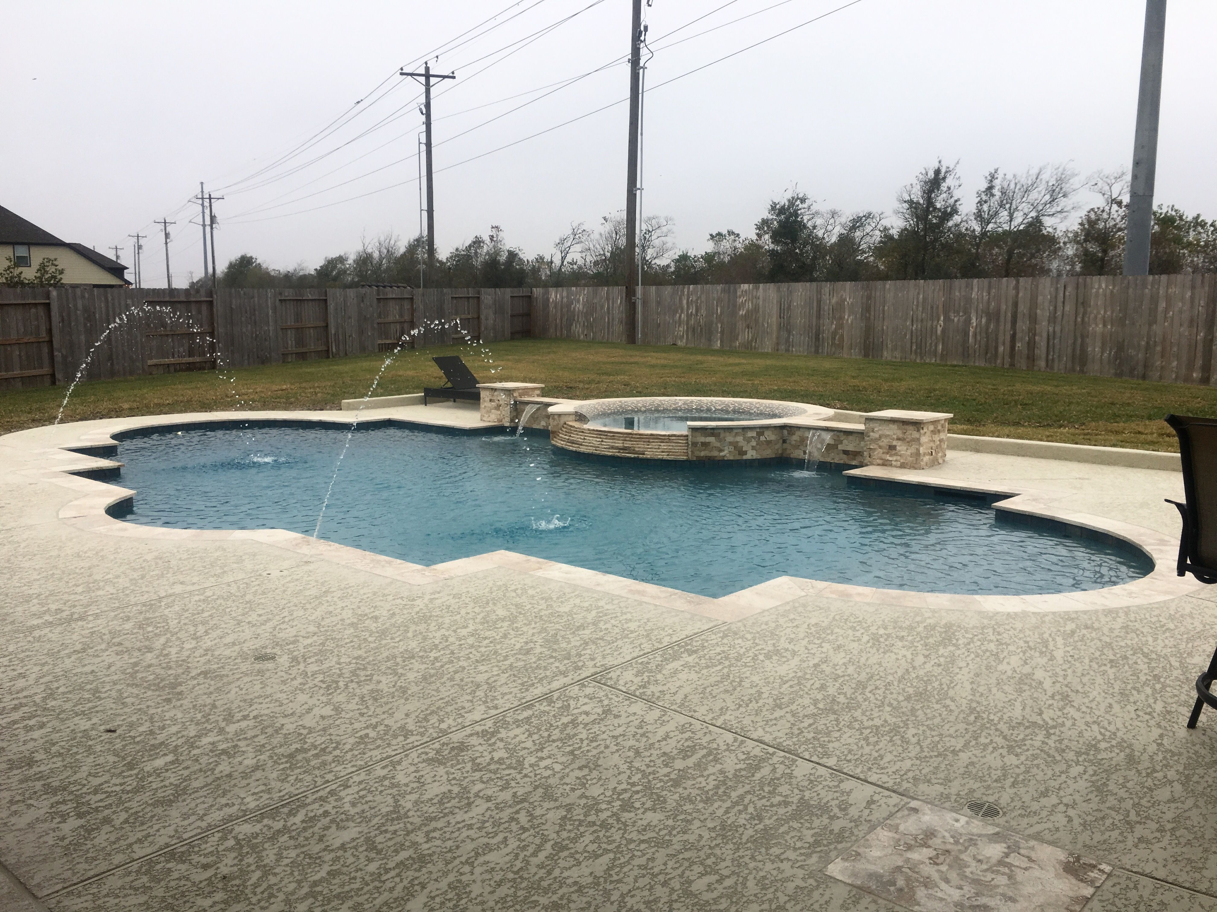Roman Style Swimming Pool And Spa Inner Rolled Edge On The