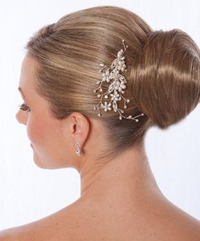 AA-S2280  Romantic Freshwater Pearl Bridal Comb with Rhinestone Accents