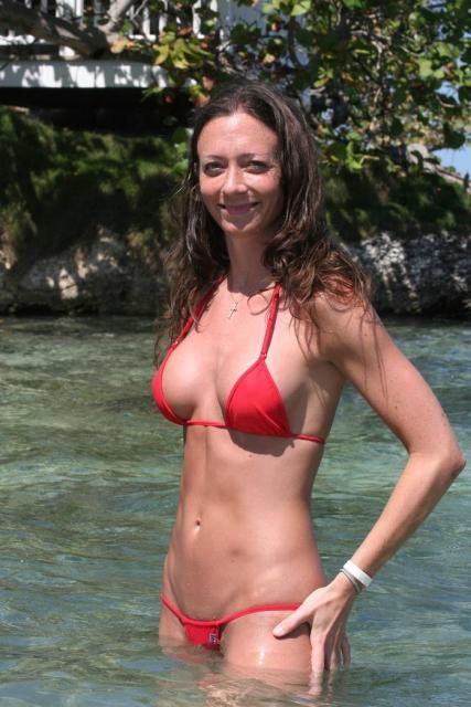 Solo mature women in bikinis having your
