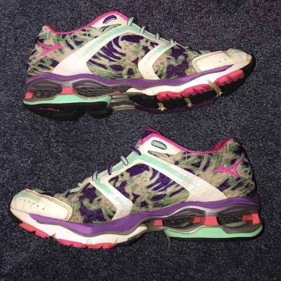 Mizuno wave creation 15 Used in good condition. Mizuno Shoes Athletic Shoes