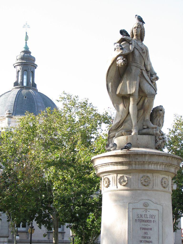 Plaza De La Villa De Paris Madrid Madrid City Great Places To Travel Madrid Spain