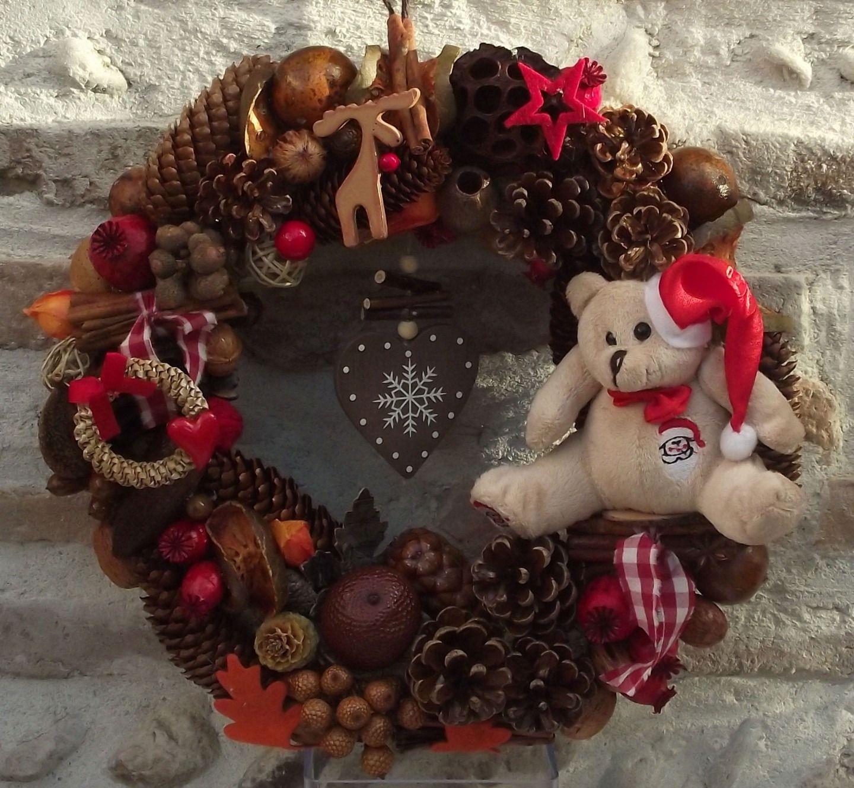 Couronne de no l petit ours de no l cannelle pommes de pin accessoires de maison par - Couronne de noel fait maison ...