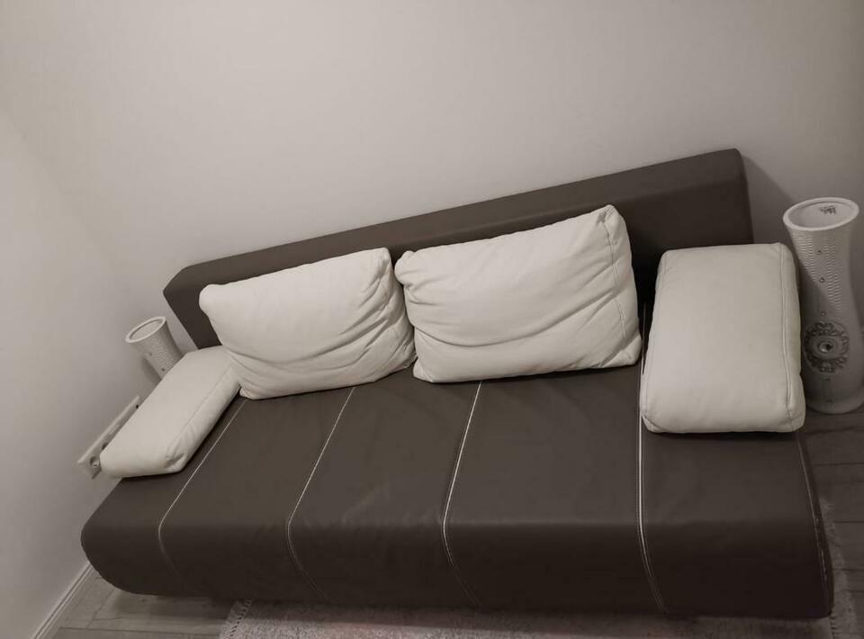 Neuwertiges Schlafsofa Inkl Bettfunktion Und Bettkasten In