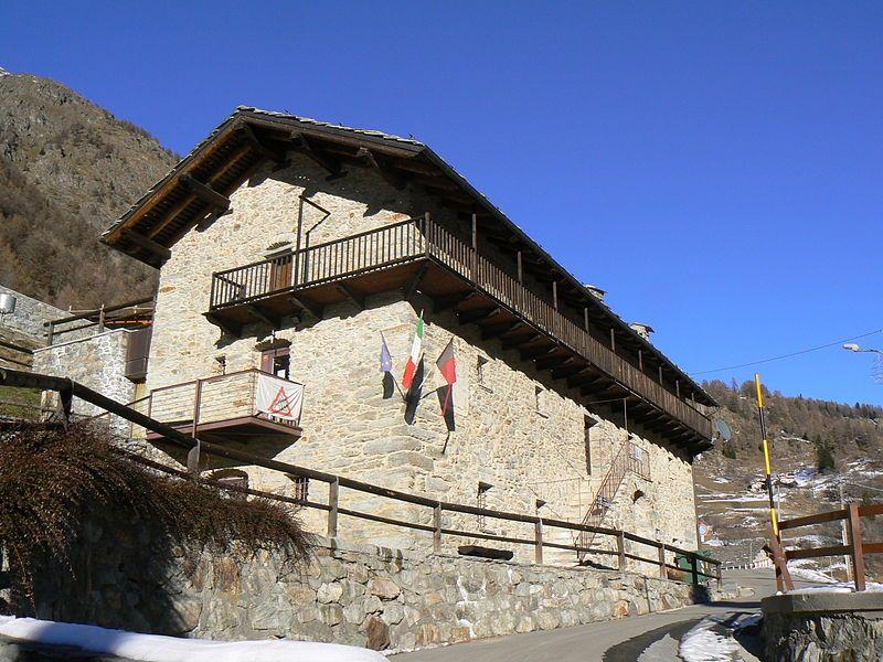 Bionaz  La Bâtise, edificio polivalente adibito a Ostello della Gioventù- Wikipedia