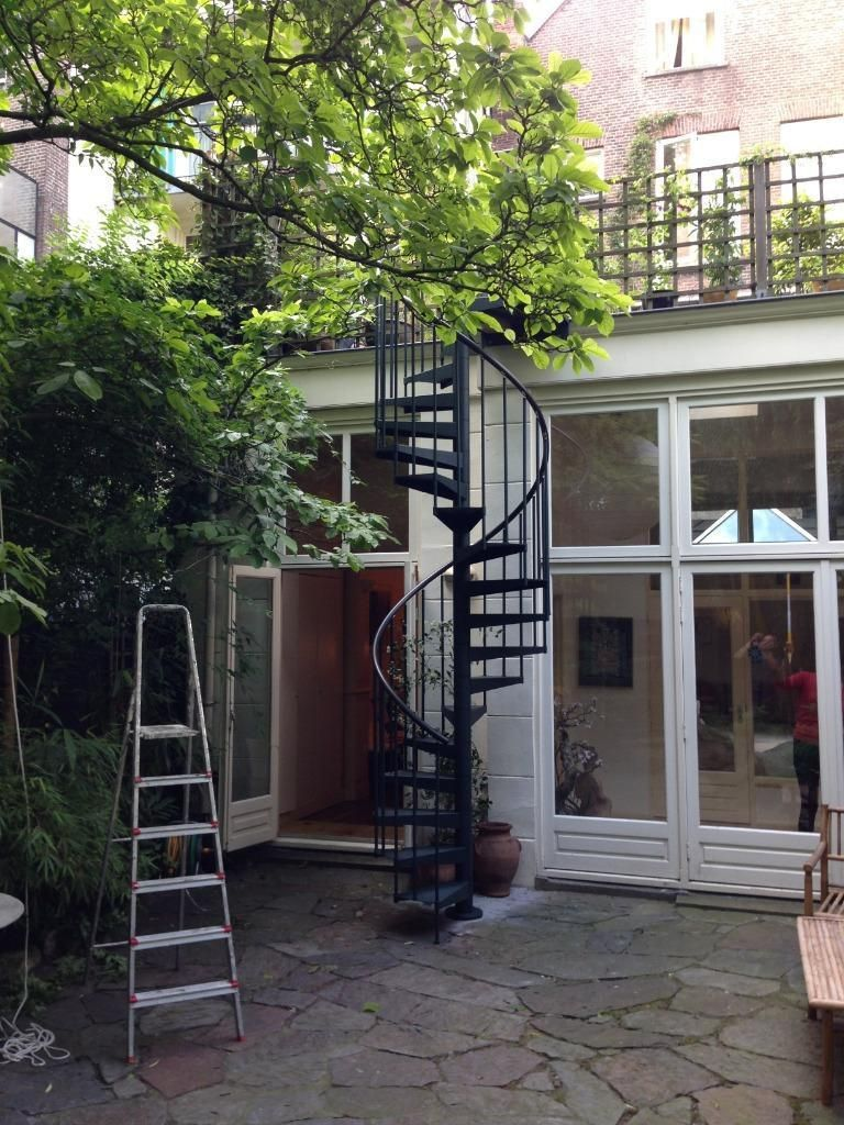 Best Rj I Like This Narrow Spiral Staircase From Courtyard To 400 x 300