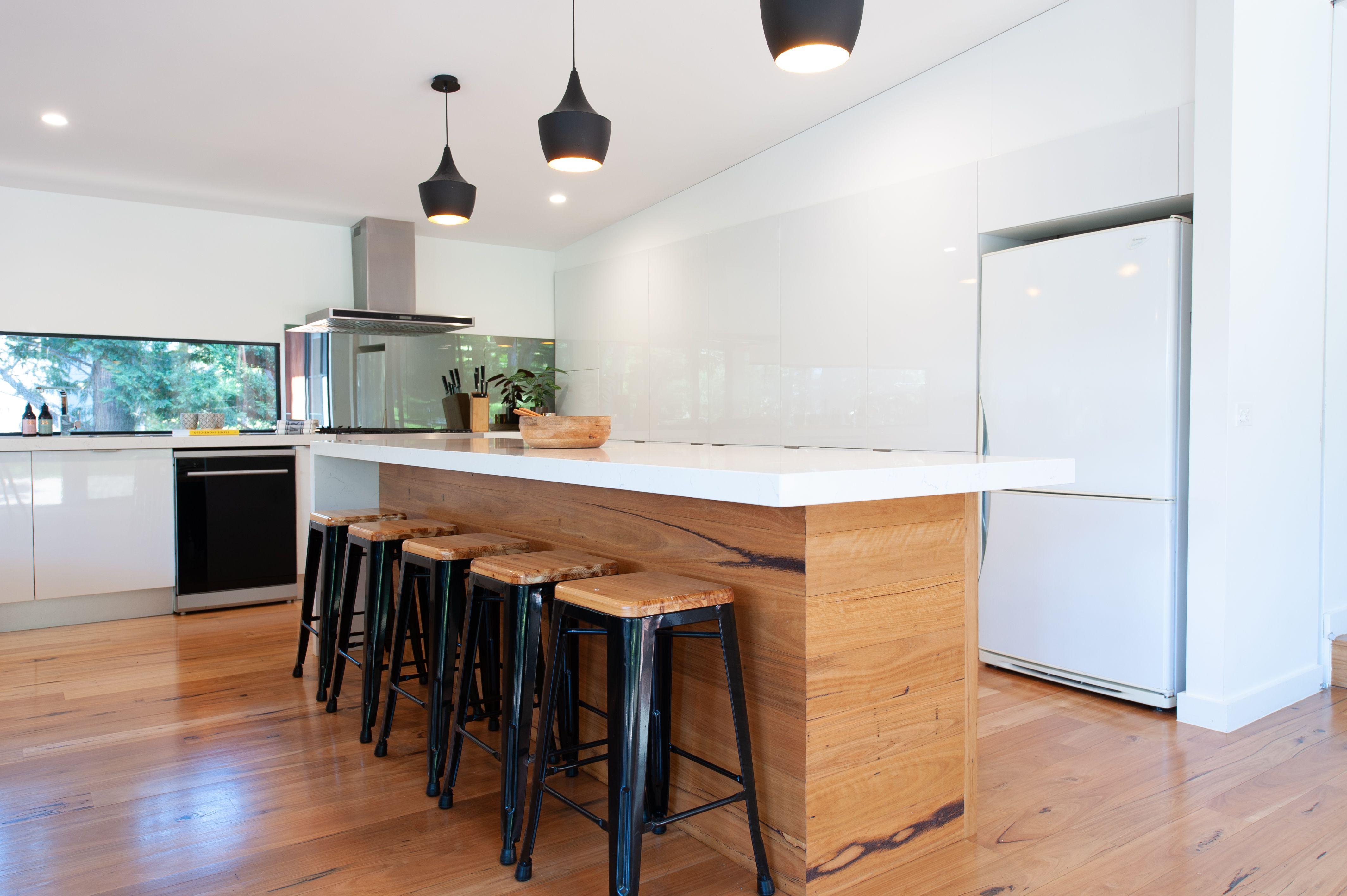 Sorrento Beachhouse Kitchen designed by Zesta Kitchens