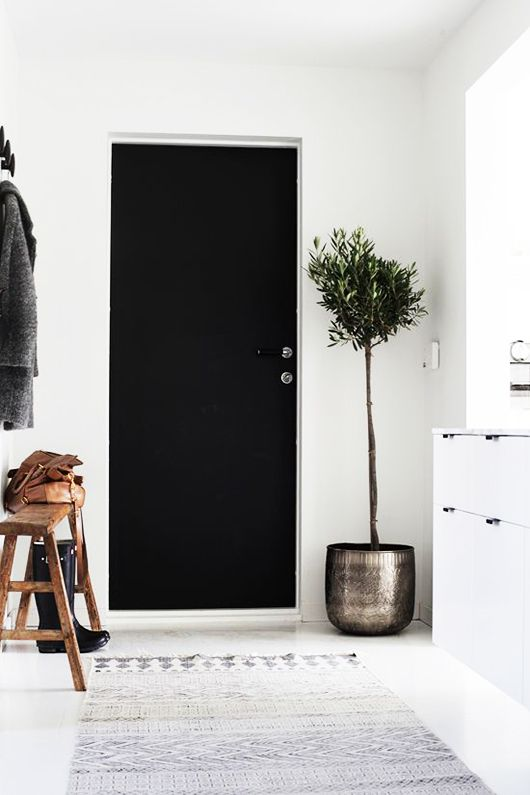 Dream house the little black door entryway pinterest for Aterrizaje del corredor de entrada deco