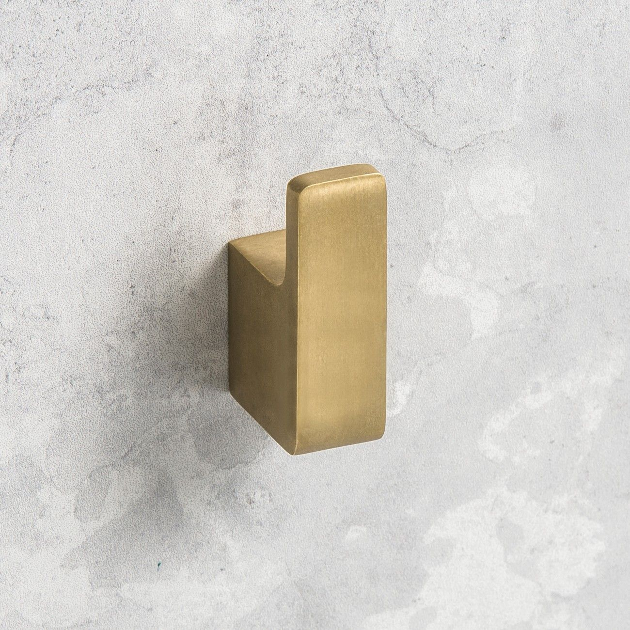 Rogerseller Eon Robe Hook in Natural Elements Burnished Brass. Designed by Rogerseller and made in Australia, the Eon Robe Hook combines crisp square profiles with subtle curves, presenting a minimalistic soft-square outline. Natural Elements - Inspired by Nature. #Rogerseller #RSNaturalElements #BurnishedBrass #Brass #InspiredbyNature #Bathroom #Accessories #Towel #Robe