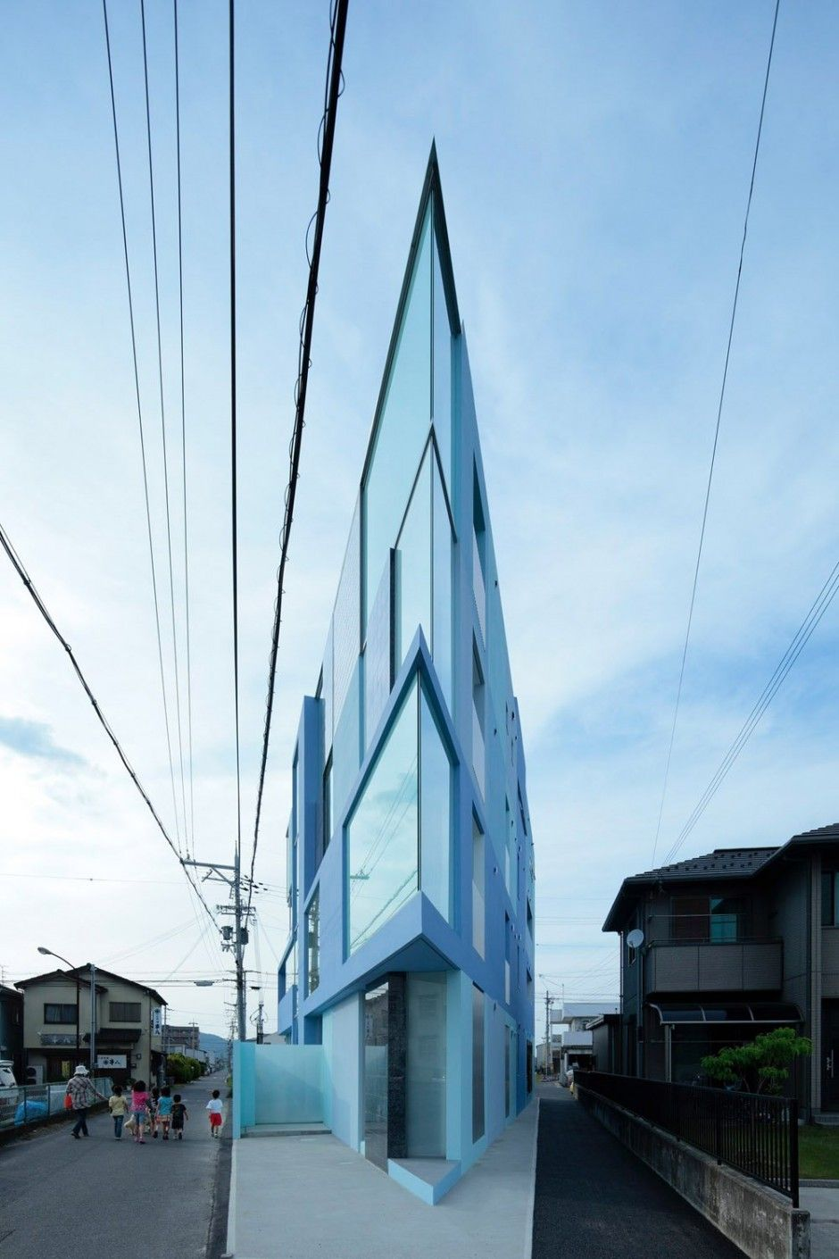 angles - EASTERN Design Office have completed a thin triangular building in Shiga, Japan.