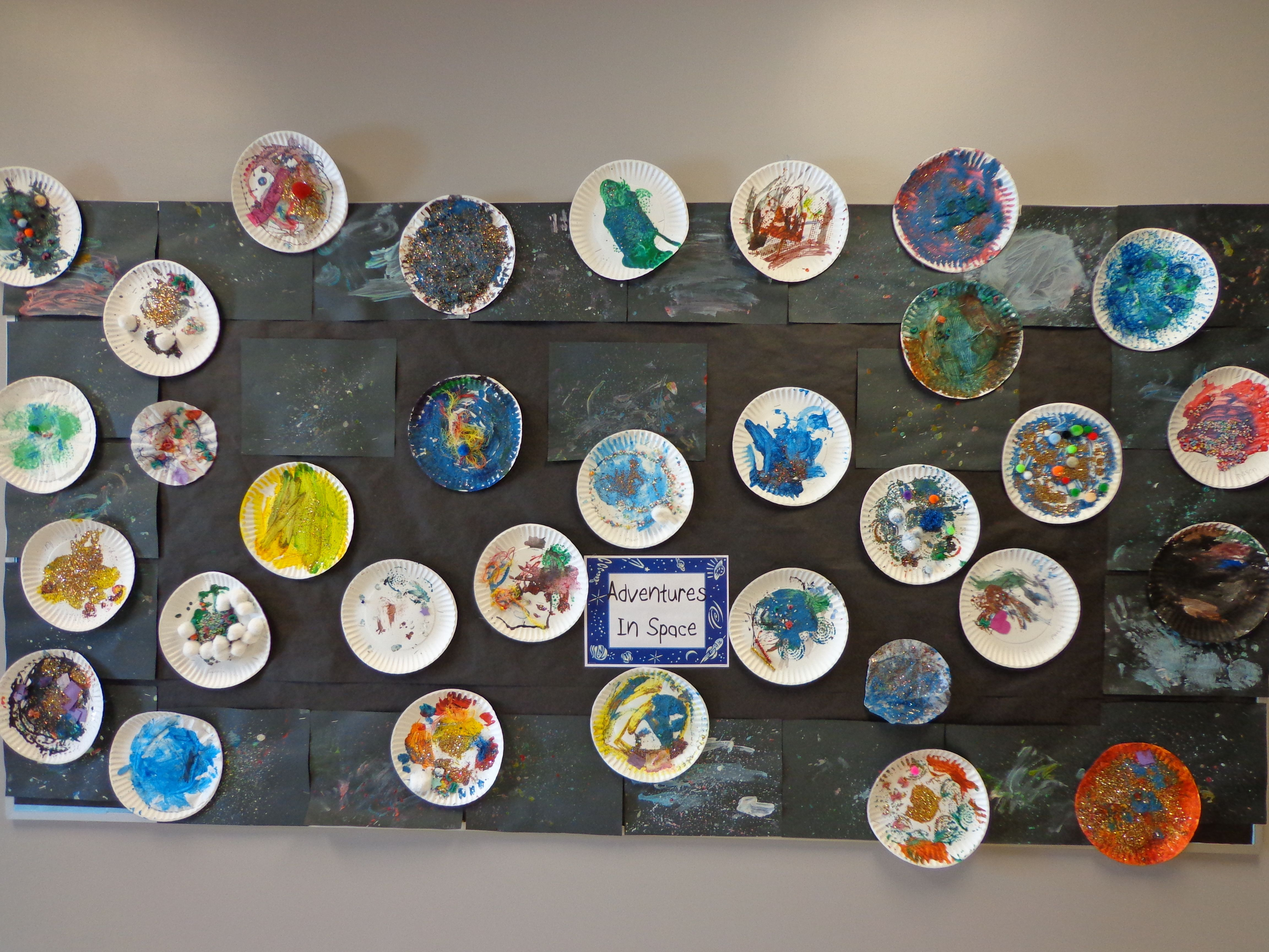 Preschool space theme bulletin board paper plate planets for Outer space project
