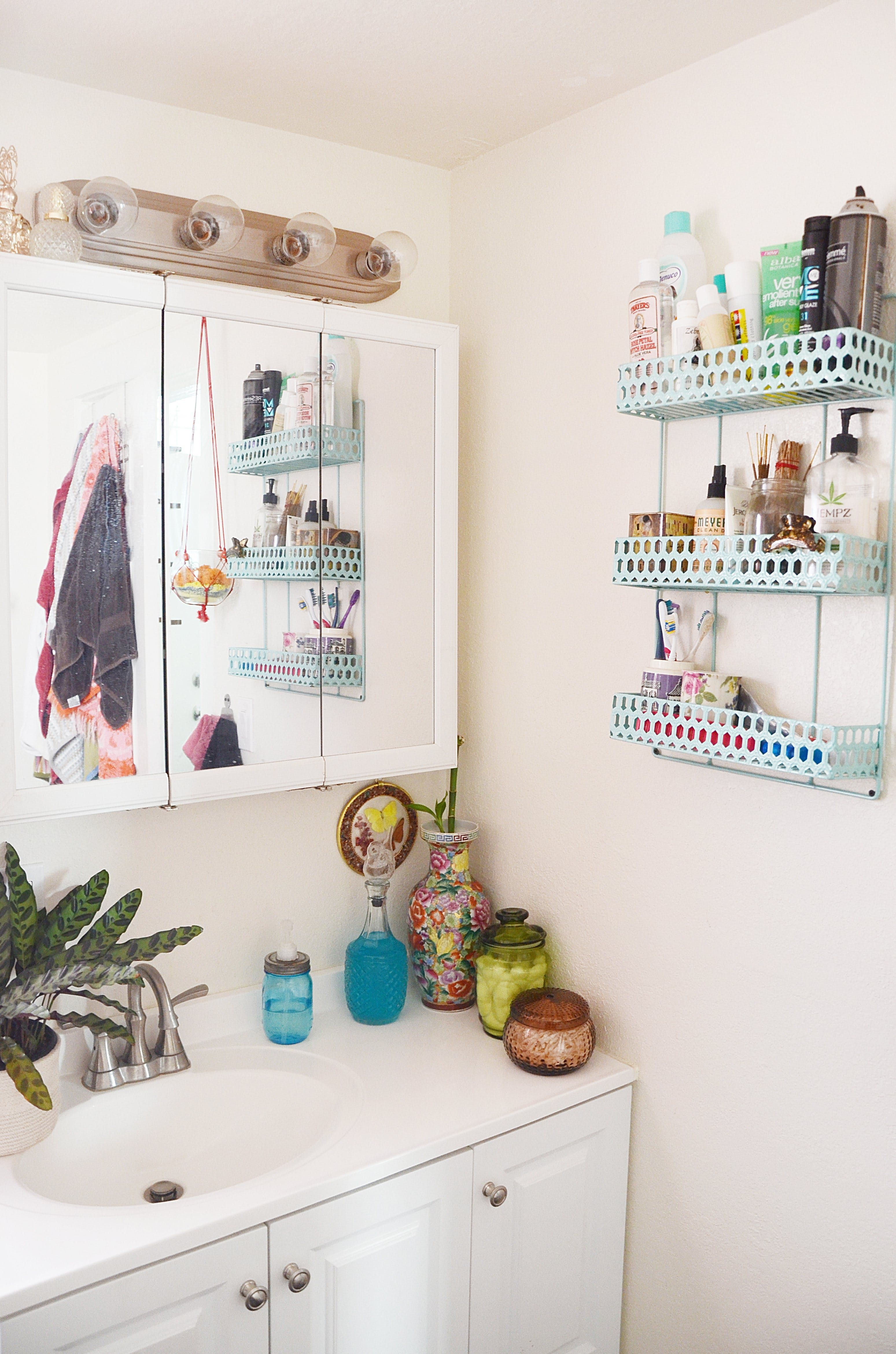 How To Love Your Tiny Rental Bathroom Styling Ideas From 10 Real Homes Rental Bathroom Bathroom Decor Luxury Small Rental Bathroom