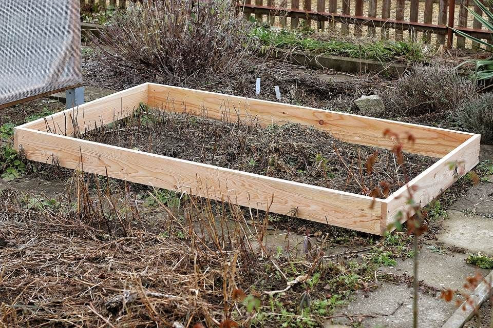 Einfaches Hochbeet selber bauen Rahmen ausrichten | Garten ...