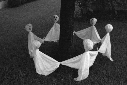 Ghostly Outdoor Halloween Decoration Ideas for Trees Ring, a Ring of - large outdoor halloween decorations