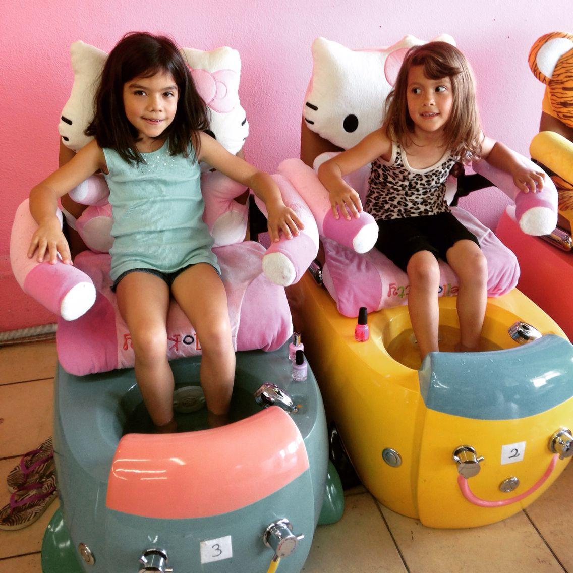 Hello Kitty Childrens Spa Chair So Adorable Manicure Pedicure Hellokitty Kids Salon Kids Nail Salon Kids Hair Salon