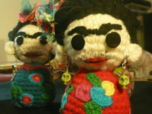 Amigurumis De Frida Kahlo : Muñeca de amigurumi lindo bolsillo frida kahlo por plushteam