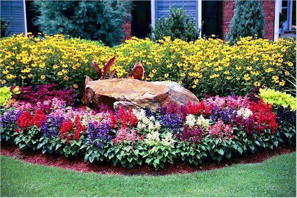 Front yard flower bed ideas flower bed for front yard for Front yard flower beds
