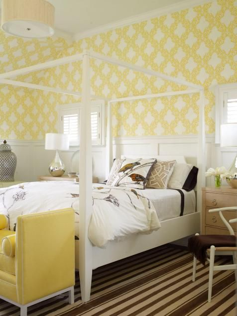 A lattice-patterned yellow wallpaper brightens this guest room ...