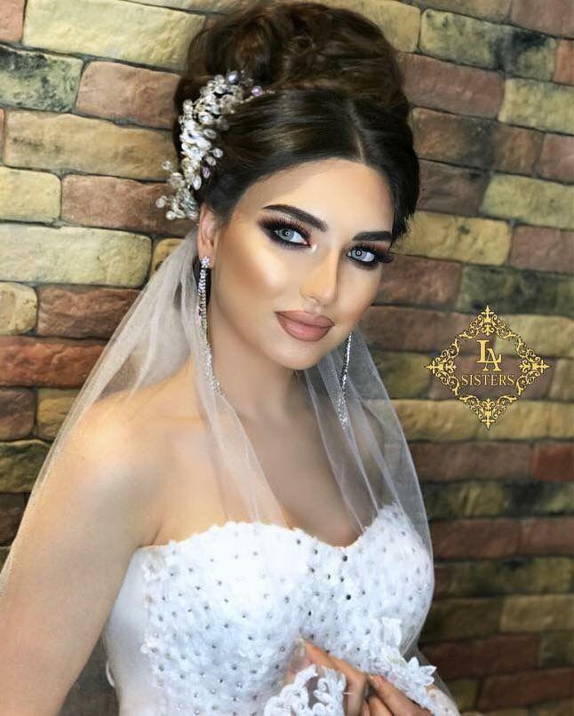 Épinglé par latifa laassel sur beauté | Coiffure mariage, Maquillage mariage et Chignon coiffure ...