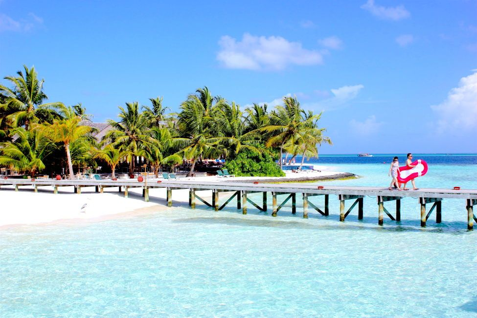 How to travel to the Maldives on a budget; your guide to landing in paradise and not maxing out your credit card and selling your organs for a hotel room!