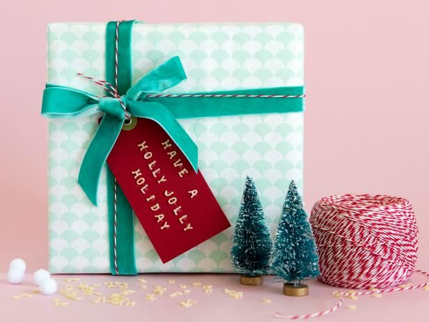 Holiday gift wrapping ideas wrapping ideas wrapping papers and diy network has new ideas and do it yourself instructions for wrapping christmas gifts solutioingenieria Images