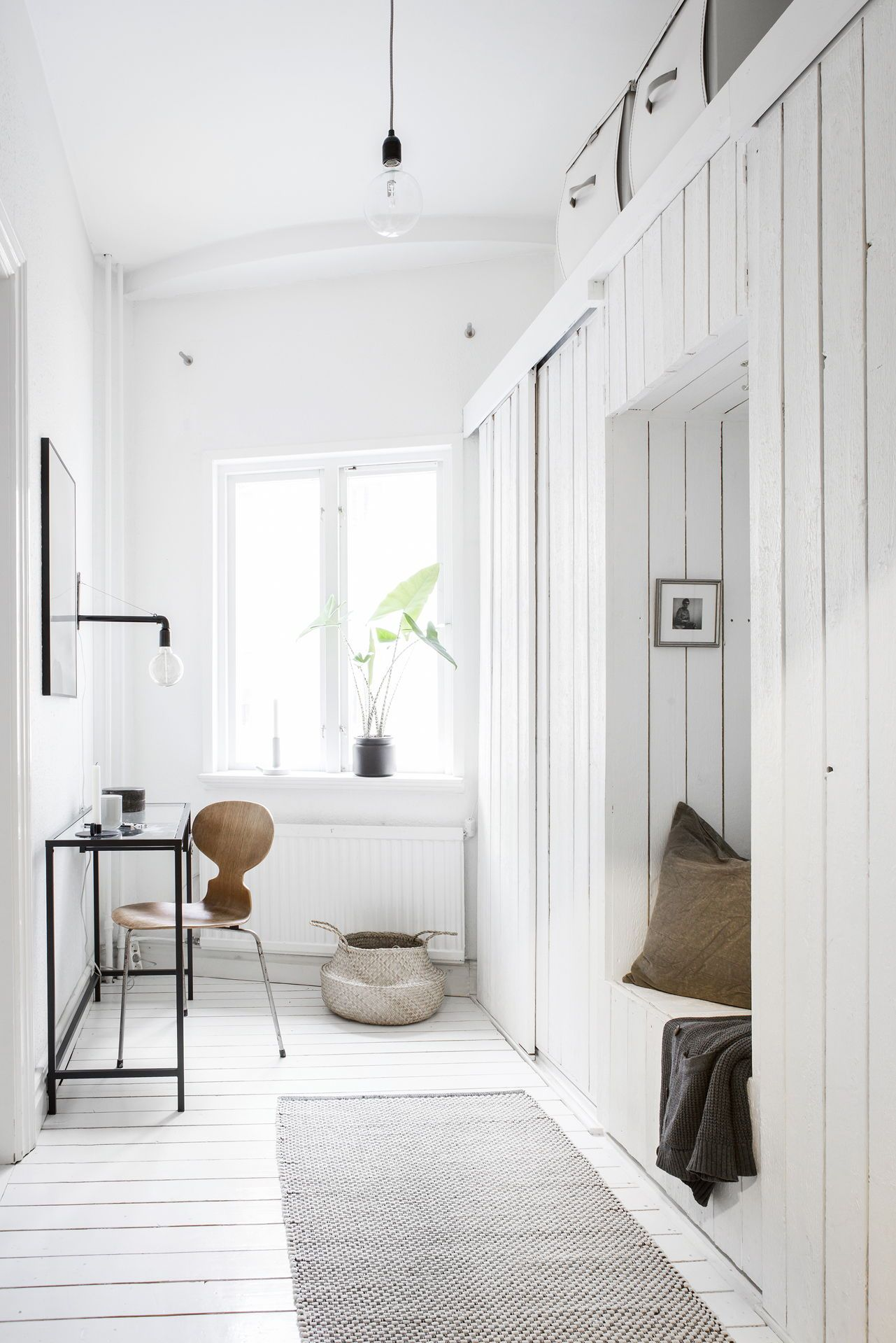 Bright white home decorated with neutral details - via Coco Lapine ...