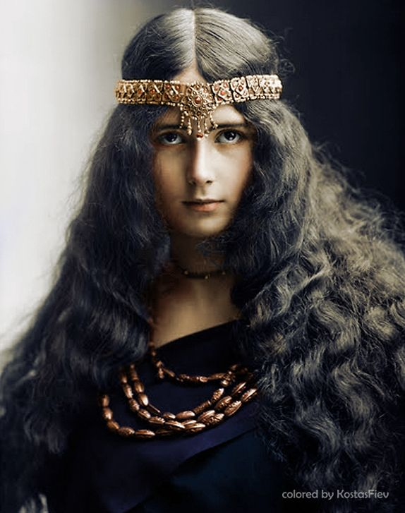 (colorized) Cleo de Merode - a French dancer, star of the Belle Epoque. circa 1897
