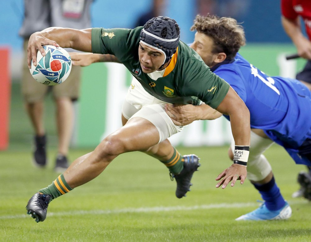 South Africa S Cheslin Kolbe Scores A Try During The Rugby World Cup Pool B Game At Shizuoka Stadium Ecopa Between So In 2020 Rugby Rugby World Cup South African Rugby