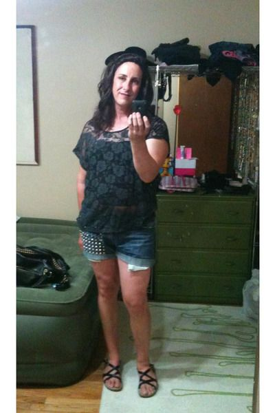 63122660ad7862 Diy Studded Shorts Perry Ellis Shorts    Dark Gray Cowgirl Lace Floral Top     Bass Margie Sandals
