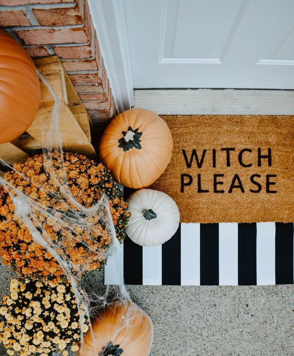 20 Lovely Doors Decoration Ideas You Need To Try Modern Halloween Decor Halloween Diy Door Halloween Door Mat