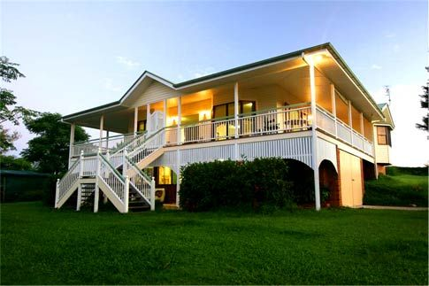 I 39 ve always liked the 39 queenslander 39 style house it 39 s the for Homes with verandahs all around