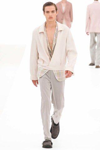 See the complete Ermenegildo Zegna Spring 2016 Menswear collection.