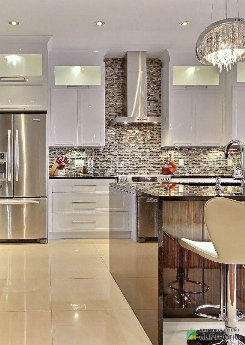 Cuisine luxueuse belle cuisine contemporaine avec de belle armoires blanches et un lot central - Belles cuisines contemporaines ...